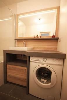 un lave linge dans une salle de bain id deco