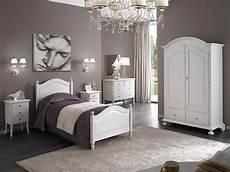 imbiancatura da letto cameretta in legno colore bianco liscio artigianale