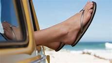 autofahren mit flip flops ist auto fahren mit flip flops erlaubt ratgeber bild de