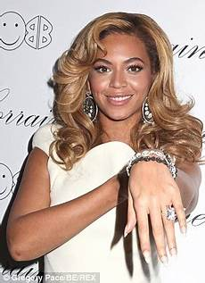 beyonce displays faded wedding ring tattoo sparking