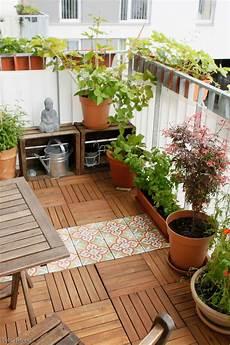 Gestaltung Kleiner Balkon - unser sonniges pl 228 tzchen im gr 252 nen balkon urbanjun in