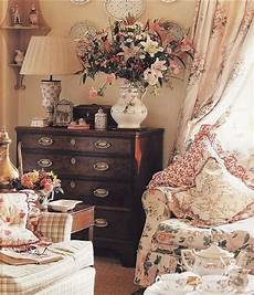 Englischer Landhausstil Cottage - another chintz sitting room in 2019 countryside