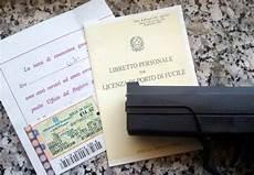 licenza di porto d armi per uso sportivo medico dell asl rilasciava licenze per porto d armi non valide