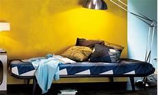 wandfarbe gold farbe wandgestaltung wandgestaltung in gold farben tapeten selbst de