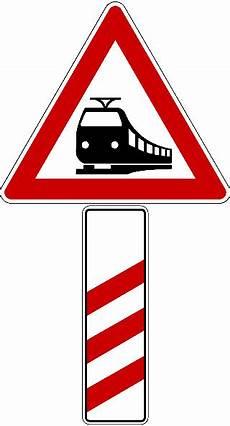 Was Müssen Sie Bei Diesem Verkehrszeichen Beachten - was m 252 ssen sie bei dieser verkehrszeichenkombination beachten