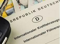 adac internationaler führerschein infos zum internationalen f 252 hrerschein vw bulli de