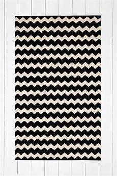schwarzer teppich schwarzer teppich mit zickzackmuster 3 x 5 fu 223 tapis