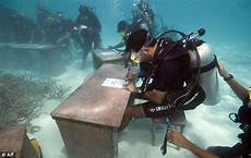 maldives underwater cabinet meeting held to highlight the impact of climate change daily mail