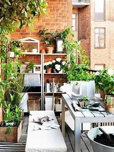 balkonmöbel kleiner balkon 77 coole ideen f 252 r platzsparende m 246 bel womit sie kokett
