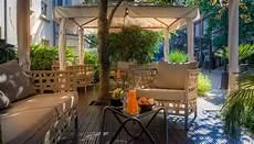 the 7 exclusive journal la terrasse des jardins du marais