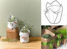 topfblumen als geschenk verpacken verpackungsideen mit geschenkpapier tipps zum einpacken