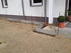 kiesstreifen ums haus einbetonierte rasenkante f 252 r kiesstreifen terrassen