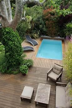 piscine pour petit espace piscine avec terrasse en bois cach 233 e dans la verdure