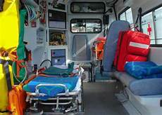auxiliaire ambulancier salaire ambulancier ambulanci 232 re m 233 tier 233 tudes dipl 244 mes salaire formation cidj