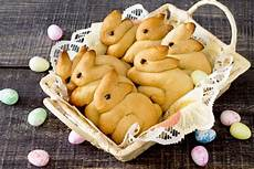 osterhasen selber backen hefeteig bunny bread is fast and festive mccormick
