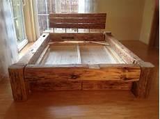 bett selber bauen dieses bett besteht aus gebrauchten holzbalken diese