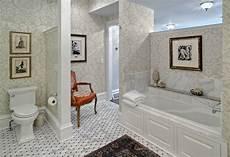 badezimmer ideen günstig tapeten ideen im bad 21 ausgefallene und stilvolle