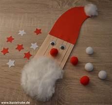 weihnachtsmann basteln mit holzst 228 bchen und watte zum