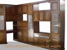parete soggiorno ad angolo produzione pareti attrezzate librerie classiche su misura