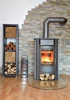 chauffage au granulés de bois wood fired stove stock image image of burning