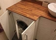 une salle de bains avec un meuble int 233 grant le lave linge