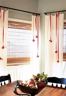 Decorations For Windows by Waiting For Santa Ideas On How To Decorate Your Windows