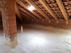 come isolare un pavimento isolamento sottotetto solaio soffitta pavimento