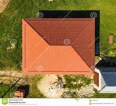 Haus Auf Dem Dach - haus mit einem orange dach hergestellt vom metall