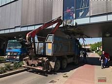 Unfall Bahnhofs Passage Bernau Lkw Fuhr In Br 252 Cke