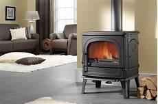 poele a bois fonte flamme moderne ou rustique