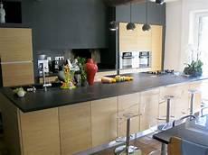 cuisine avec plan de travail granit et fa 231 ades bois