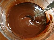 fondre chocolat micro onde faire fondre du chocolat au micro onde table de cuisine