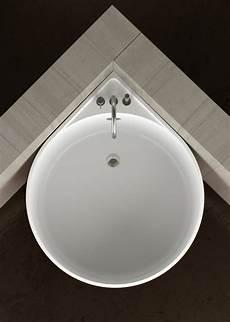 baignoire petit espace baignoire d angle et solutions pour petits espaces