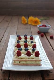dolcetti con wafer sbriciolati dolcetti di wafer con crema al cioccolato bianco dolcetti cibo crema al cioccolato