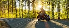 fit in die motorradsaison tipps und checkliste adac