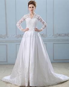 robe de mariée dentelle manches longues robe de mari 233 e royale manches longues en satin d 233 cor 233 e de