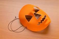 halloweenmasken basteln vorlagen anleitung geolino