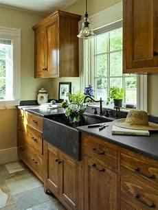armadietti cucina 27 armadietti per la cucina rustica dei tuoi sogni home