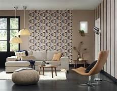 Retro Tapete Im Wohnzimmer Couchtisch Sessel Pend