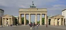 File Berlin Brandenburg Gate Overwiev Jpg Wikimedia Commons