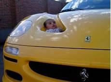 tempat duduk bayi di mobil sport foto lucu