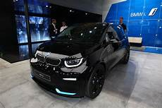 2019 bmw i3 debuts with 42 2 kwh battery 153 mile range