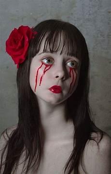 Gruselige Schminke Frau Blut Tropft Aus Den