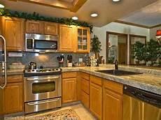 Kitchen Decorating Ideas Oak Cabinets by Backsplash For Kitchen With Honey Oak Cabinets