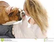 frau liebt frau frau die ihren hund liebt stockbild bild englisch