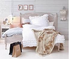 Bett Shabby Look - shabby sheek or shabby chic bedroom design ideas