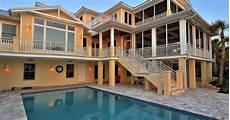 Desain Denah Rumah Mewah 2 Lantai Dengan Kolam Renang