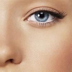 maquillage pour aux yeux bleus maquiller ses yeux en fonction de leur couleur la