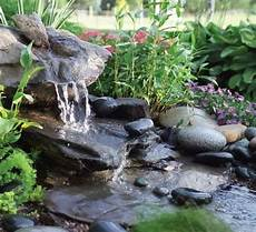 kleiner wasserfall im garten wasserfall im garten mehr als 70 ideen archzine net