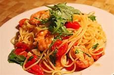 spaghetti mit garnelen spaghetti mit rucola und garnelen in vanille tomaten